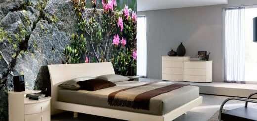Camera da letto con foto rododendri su parete